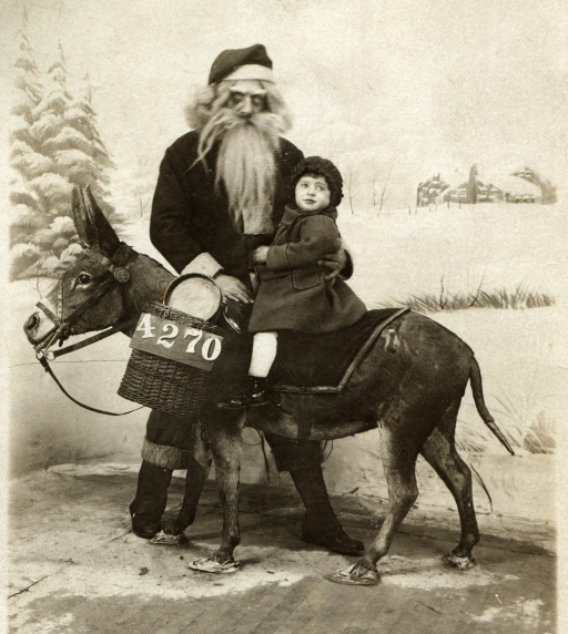 creepy-vintage-santa-from-albert-tanqueros-collection-via-neatorama